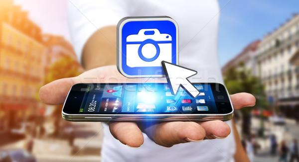 Giovane moderno fotocamera applicazione cellulare mano Foto d'archivio © sdecoret
