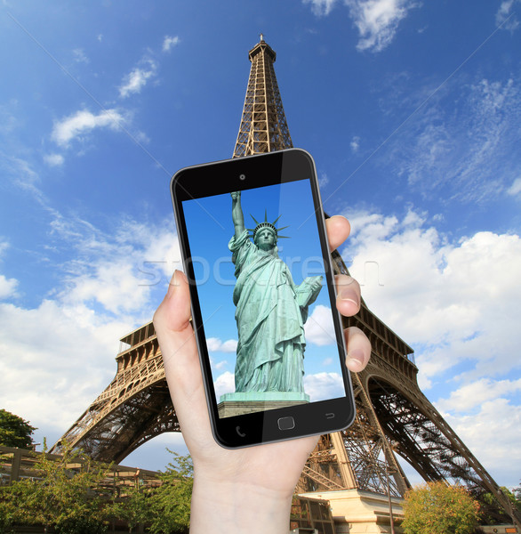 Eiffel-torony szobor hörcsög mobiltelefon kéz elvesz Stock fotó © sdecoret