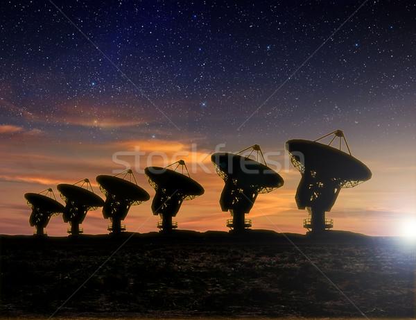 Radio télescope vue nuit laiteux façon Photo stock © sdecoret