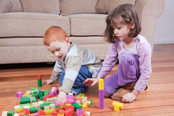 Gry dla dzieci bloków dwa kanapie dzieci budynku Zdjęcia stock © sdenness