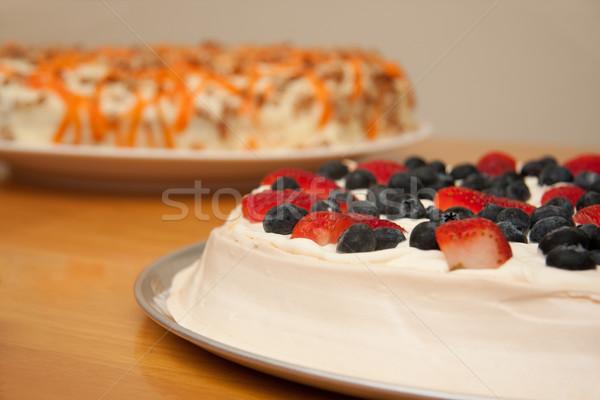 Pustyni ciasta krem jagody truskawek Zdjęcia stock © sdenness