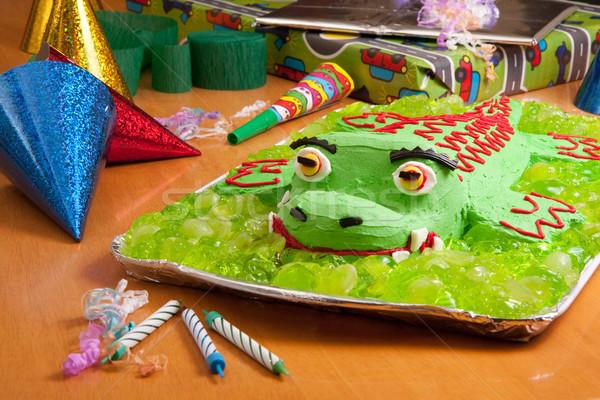 Ninos pastel de cumpleanos fiesta cocodrilo presenta Foto stock © sdenness
