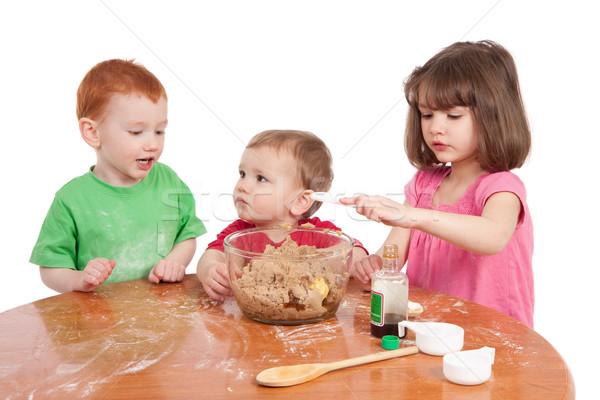 Gyerekek sütés torta család lány gyerekek Stock fotó © sdenness