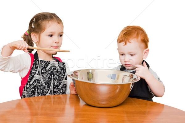 Gyerekek készít torta nagy tál izolált Stock fotó © sdenness