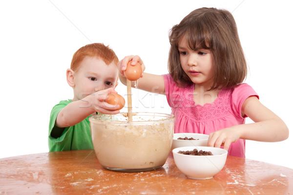 Gyerekek sütés csokoládé chip sütik izolált Stock fotó © sdenness