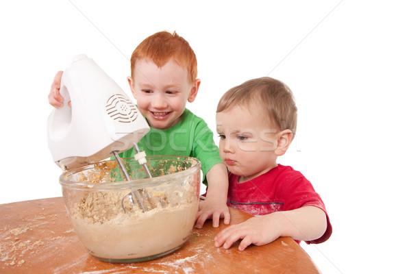 Fiúk sütés sütik elektromos keverő készít Stock fotó © sdenness