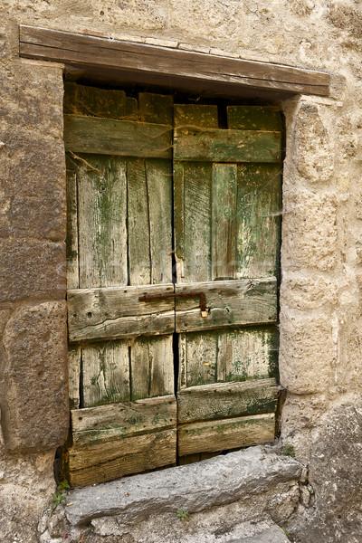 Verde madeira porta resistiu colina Foto stock © searagen