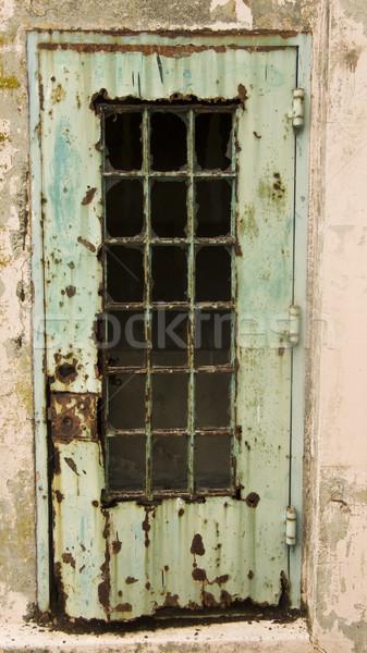 Zardzewiałe drzwi starych maksymalny bezpieczeństwa więzienia Zdjęcia stock © searagen