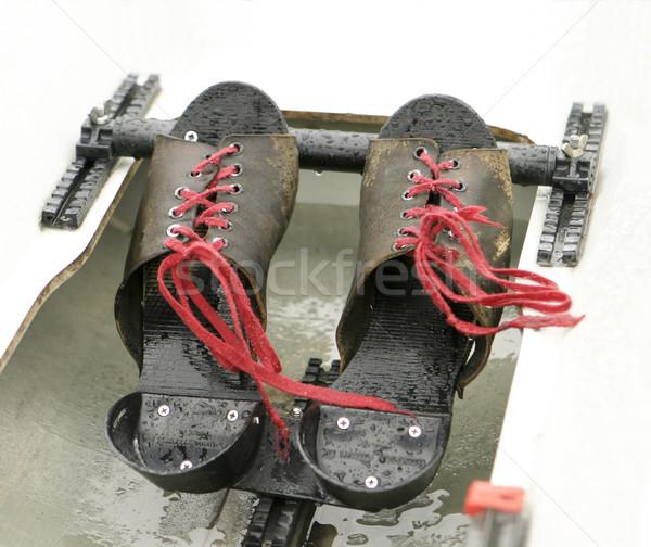 Remo sapatos vermelho par concha molhado Foto stock © searagen