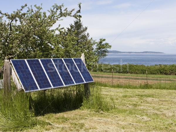 Foto stock: água · conjunto · painéis · solares · ilha · fonte
