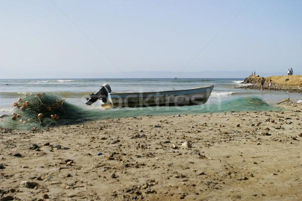 Pequeno motor para cima praia com Foto stock © searagen