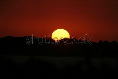 Vermelho pôr do sol sol para baixo horizonte profundo Foto stock © searagen