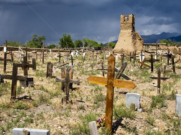 Histórico cemitério velho original igreja cemitério Foto stock © searagen
