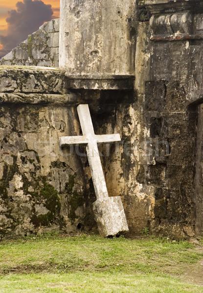 одиноко крест стены белый распятие землю Сток-фото © searagen