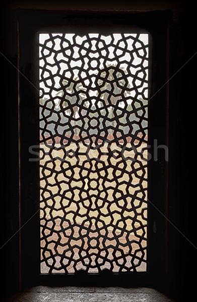 Okno ekranu grób czerwony piaskowiec wewnątrz Zdjęcia stock © searagen