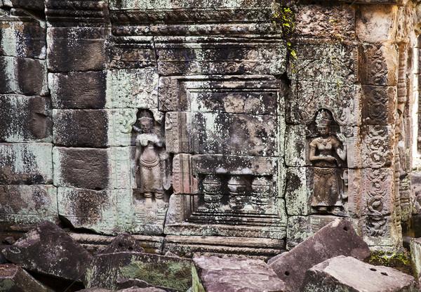 Dois pequeno mulheres falsificação pedra janela Foto stock © searagen