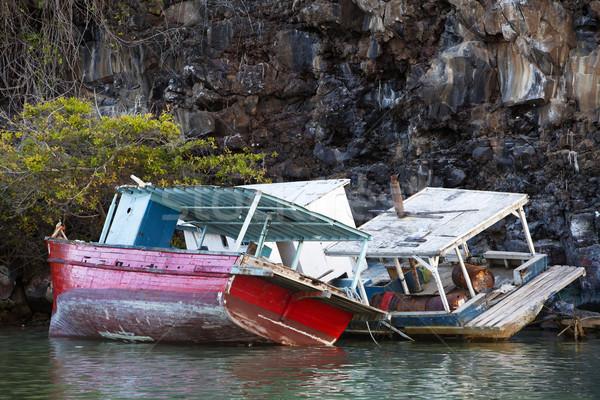 Rotsen twee verlaten boten haven milieu Stockfoto © searagen