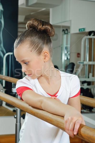 Portret młodych piękna gimnastyk sala gimnastyczna Zdjęcia stock © seenad