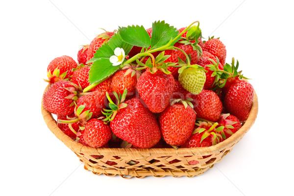 Rijp aardbeien bloem mand geïsoleerd witte Stockfoto © Serg64