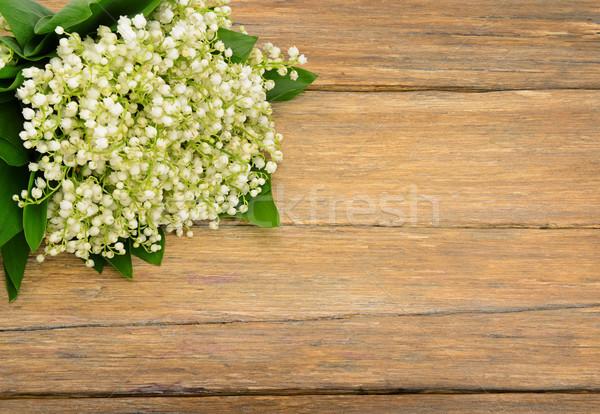 Buket zambak vadi ahşap masa bahar çiçekleri eski Stok fotoğraf © serg64