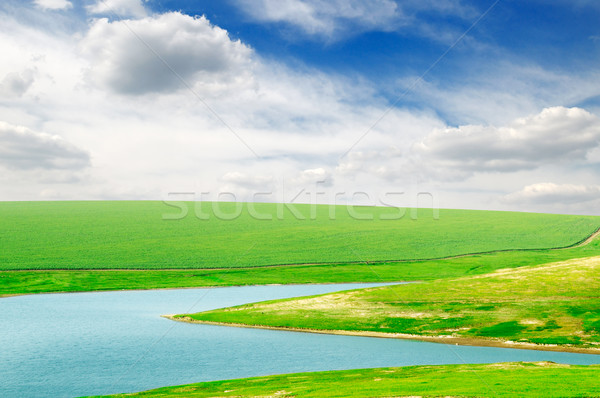 Lago verde campo água nuvens primavera Foto stock © Serg64