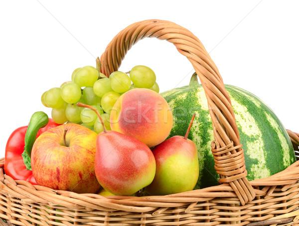 Gyümölcsök zöldségek kosár izolált fehér háttér Stock fotó © serg64
