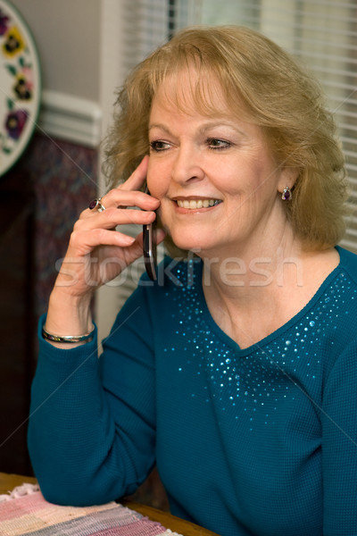 シニア 話し 携帯電話 成人 女性 ストックフォト © sframe
