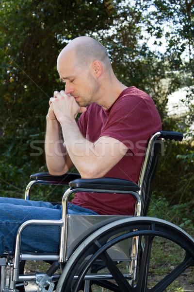 Depressie gehandicapten rolstoel man lijden buiten Stockfoto © sframe