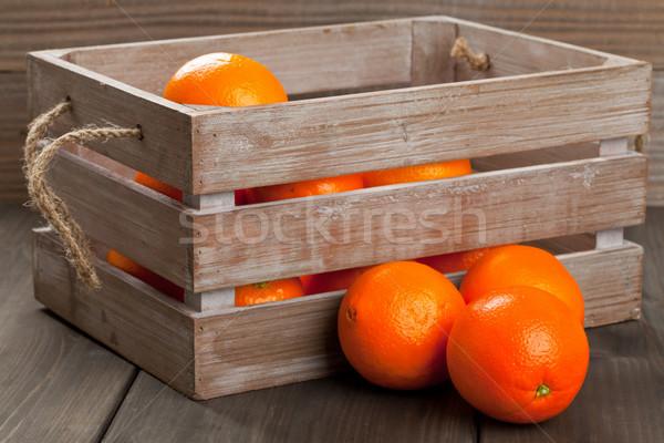 Láda narancsok egész organikus fából készült asztal Stock fotó © ShawnHempel