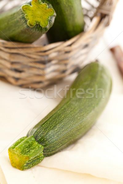 Cukkini friss vág organikus konyhaasztal zöld Stock fotó © ShawnHempel