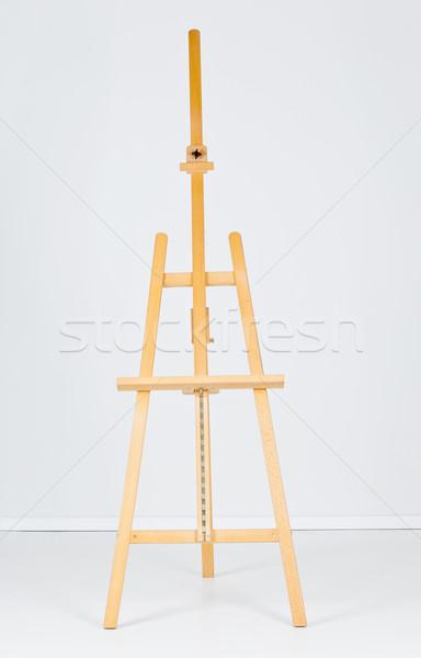 Houten schildersezel witte kamer lege muur Stockfoto © ShawnHempel
