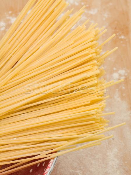 Spaghetti surowy drewna pokładzie mąka tle Zdjęcia stock © ShawnHempel