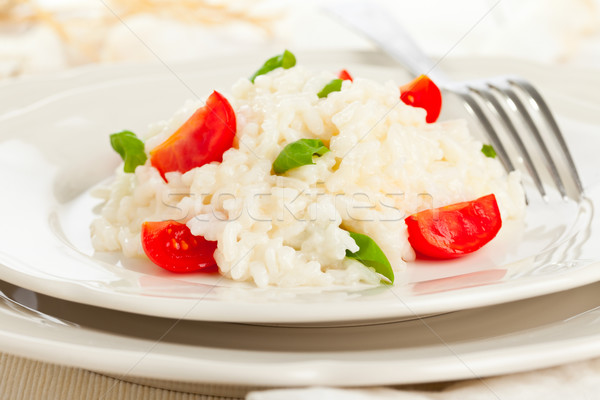 Tomates manjericão risotto branco prato tabela Foto stock © ShawnHempel