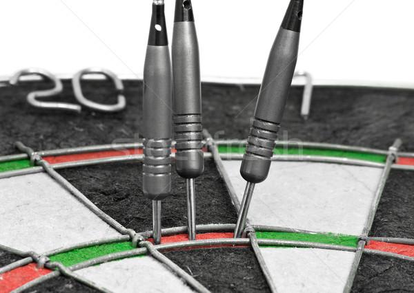 Trzy rzutki doskonały wynik dart pokładzie Zdjęcia stock © ShawnHempel