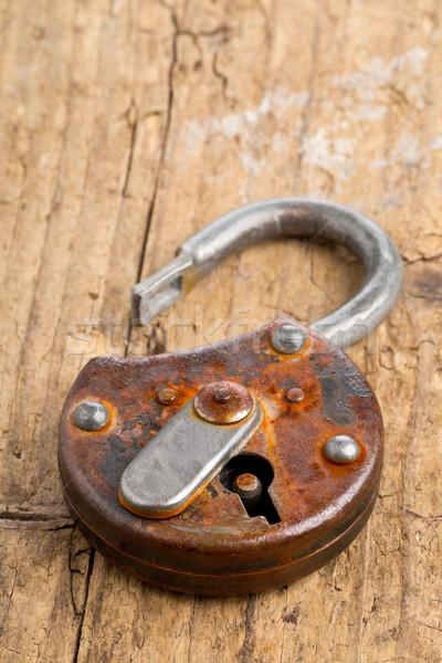 Open antieke hangslot oude roestige Stockfoto © ShawnHempel