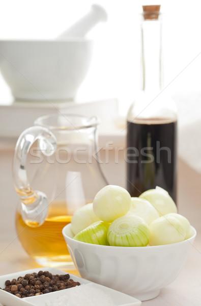 Cebolas preparação escuro vinagre balsâmico ingredientes comida Foto stock © ShawnHempel