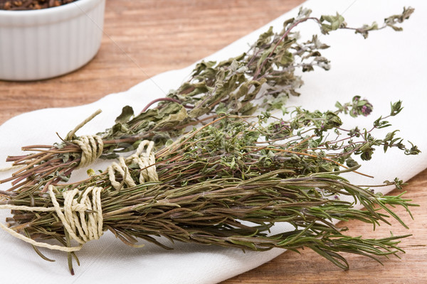 Zdjęcia stock: Suszy · zioła · świeże · herb · inny · drewniany · stół