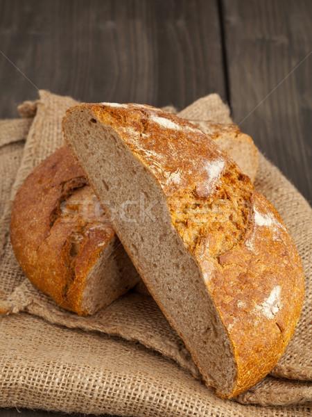Cortar pão pão pano de saco fresco mesa de madeira Foto stock © ShawnHempel