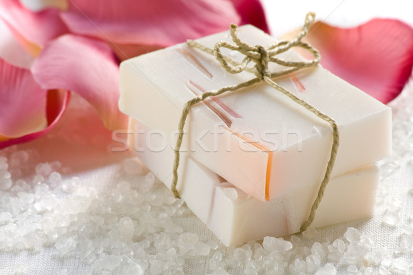 Rosa perfumado sabão feito à mão sal Foto stock © ShawnHempel