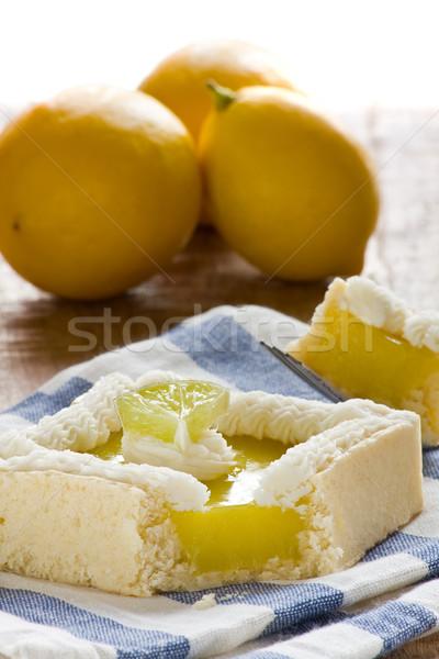 Photo stock: Citron · tarte · délicieux · gâteau · table · en · bois · fruits