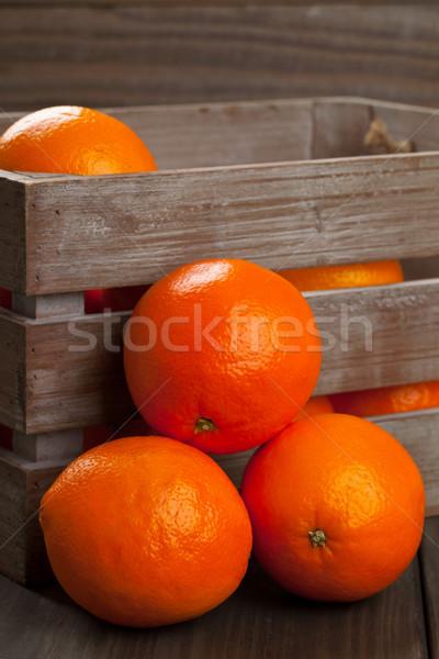 Skrzynia pomarańcze całość organiczny tabeli Zdjęcia stock © ShawnHempel