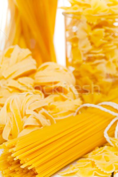 Mieszany makaronu surowy włoski spaghetti tabeli Zdjęcia stock © ShawnHempel