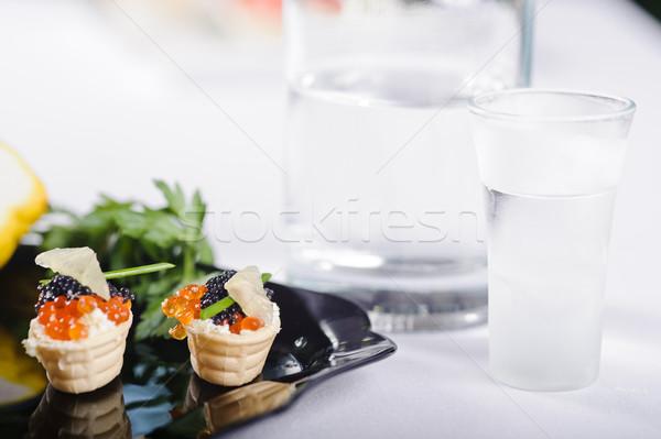 Harapnivalók lazac ikra zöldségek fekete tányér Stock fotó © shivanetua