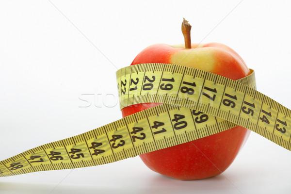 Régime alimentaire pomme rouge mètre à ruban blanche alimentaire pomme Photo stock © shyshka