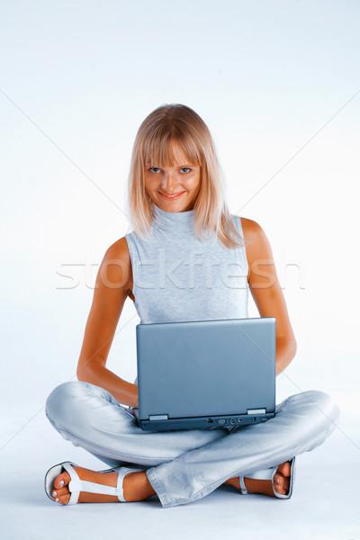 Heureux travail femme souriante femme séance jambes croisées Photo stock © shyshka