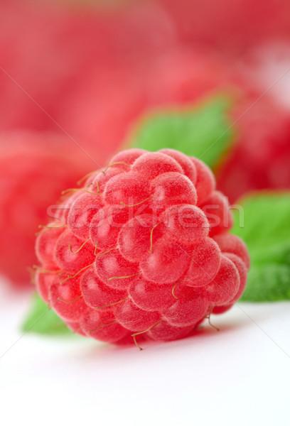 Ahududu yeşil görüntü odaklı bir meyve Stok fotoğraf © shyshka