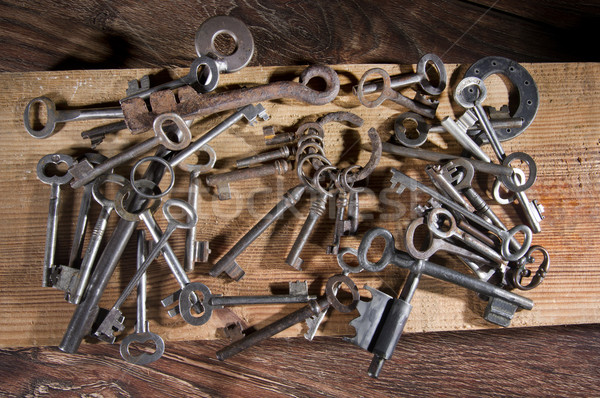 Eski tuşları açmak farklı anahtar kilitlemek Stok fotoğraf © sibrikov