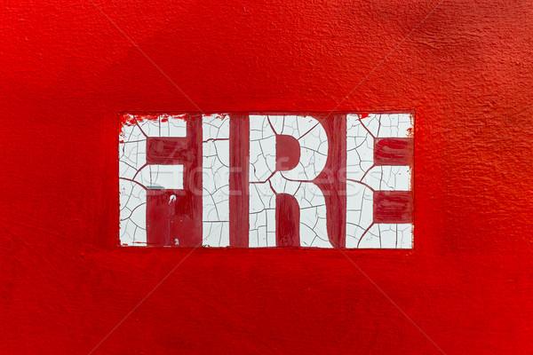 赤 火災 にログイン ひびの入った 書く 壁 ストックフォト © silkenphotography