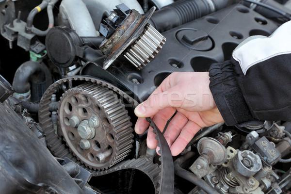 Samochodu mechanik chronometraż pasa nowoczesne silnika Zdjęcia stock © simazoran