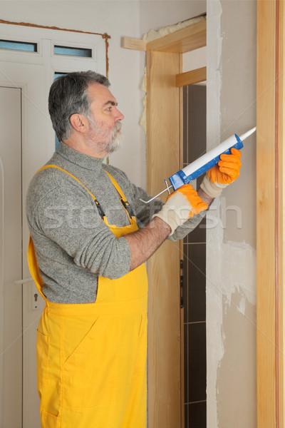 Home deur silicone bouwvakker lijm Stockfoto © simazoran